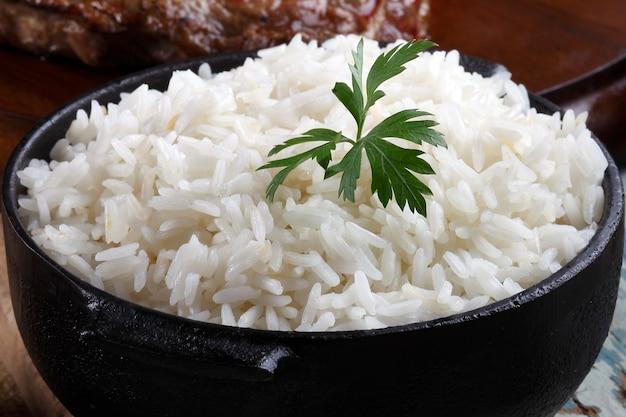 Comida de arroz cocido