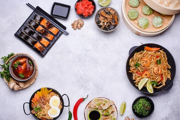 Comida asiática. cocina china, japonesa y tailandesa