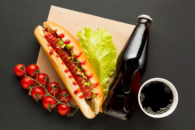 Comida callejera hot dog y soda
