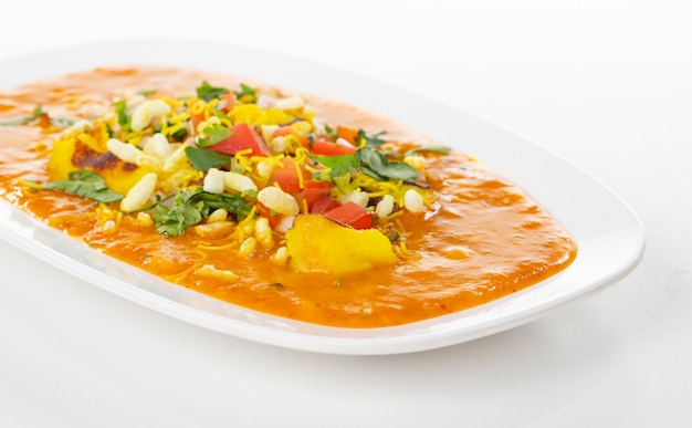Comida callejera popular india ragda pattice