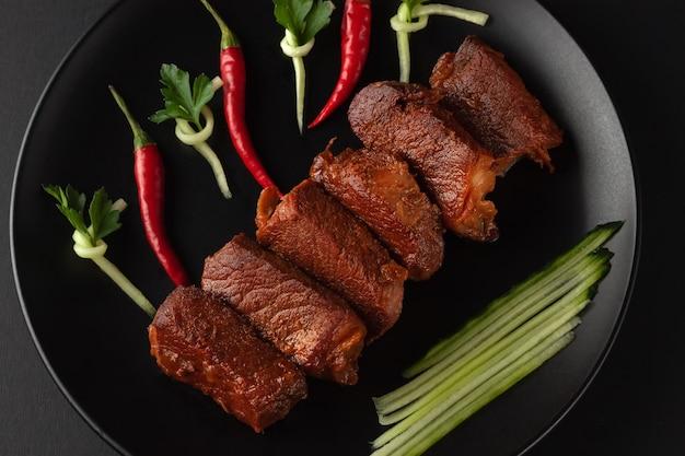 Comida callejera tradicional china, carne de cerdo frita, shanghai, china