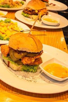 Comida carne carne comida gourmet plato de comida burger fastfood