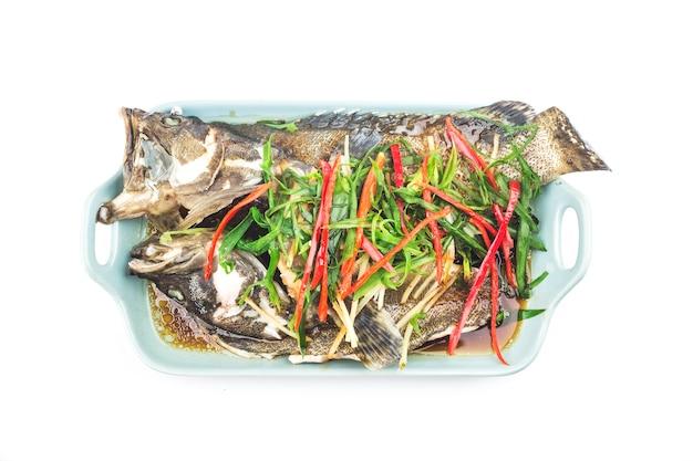 Comida china: un delicioso mero al vapor