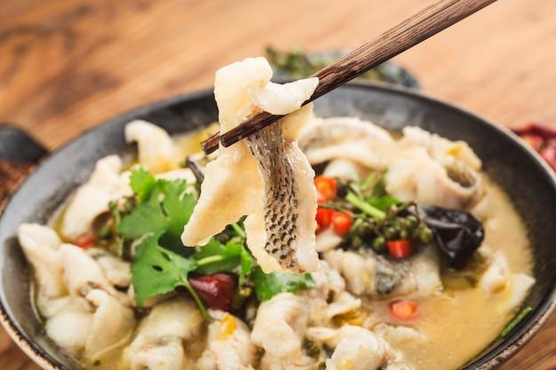Comida china: delicioso pescado en escabeche