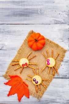 Comida divertida para niños. arañas comestibles, concepto de halloween