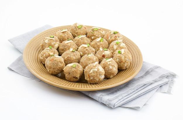 Comida dulce tradicional india urad dal laddu