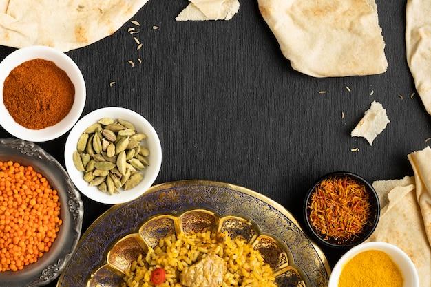 Comida y especias indias de vista superior