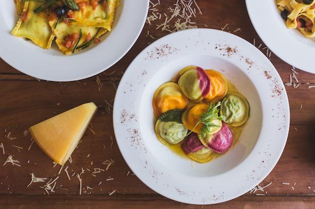 Comida italiana por encima de la cabeza