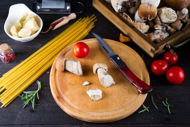 Comida italiana, ingrediente de receta de espagueti.