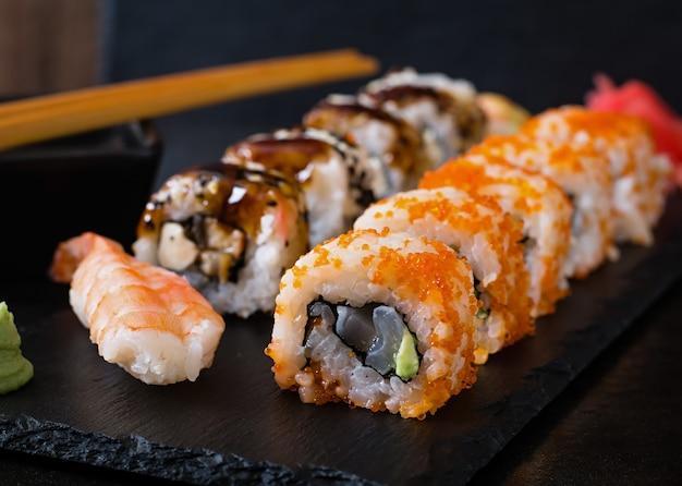 Comida japonesa - sushi y sashimi