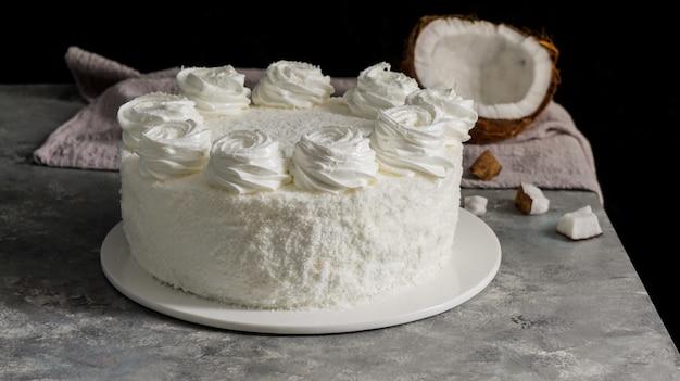 Comida latinoamericana, pastel de coco, torta o pastel de coco, pastel típico colombiano