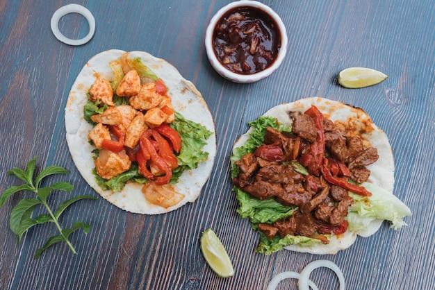 Fondo De Comida Mexicana: Fondo De Comida Mexicana Con Dos Tacos