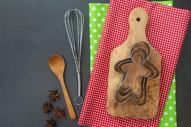 Comida de navidad y hornear simulacro. varios utensilios de cocina para hornear.