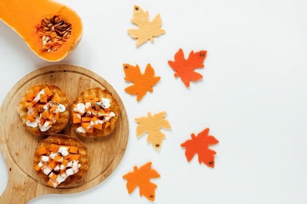 Comida del otoño de la visión superior en el fondo blanco