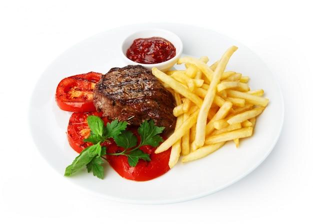 Comida de restaurante: bistec a la parrilla con papas fritas
