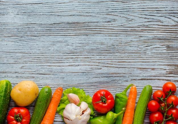 Comida sana y espacio de copia verduras frescas