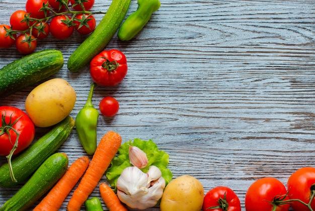 Comida sana y espacio de copia, verduras frescas