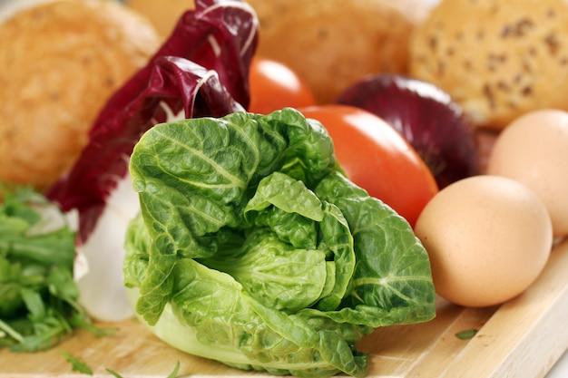 Comida sana en la mesa