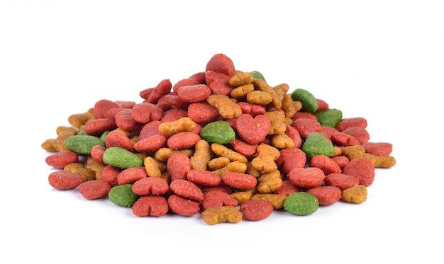 Comida seca para perros en la pared blanca