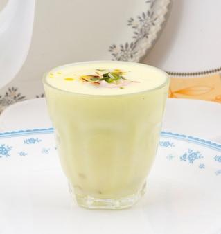 Comida tradicional india especial del restaurante lassi