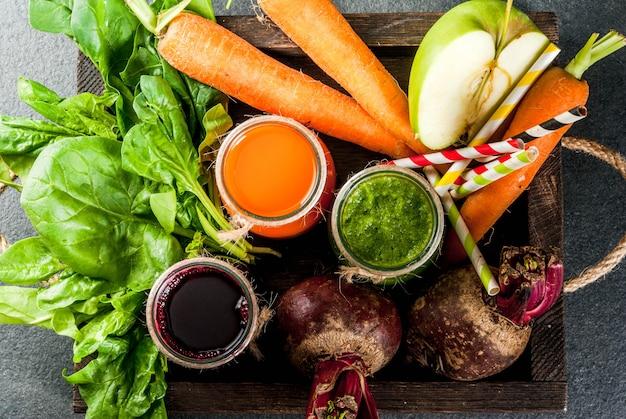 Comida vegana dietética bebidas desintoxicantes jugos y batidos recién exprimidos
