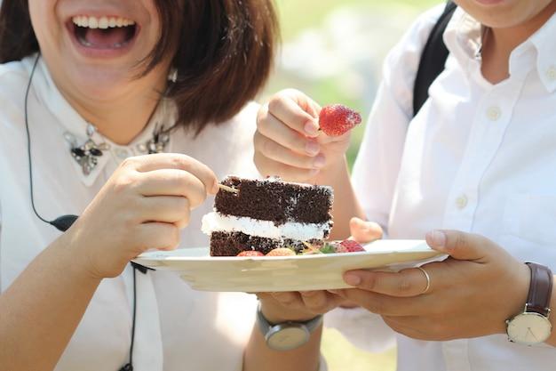 Comiendo pastel