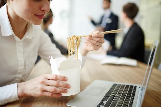 Comiendo en el trabajo