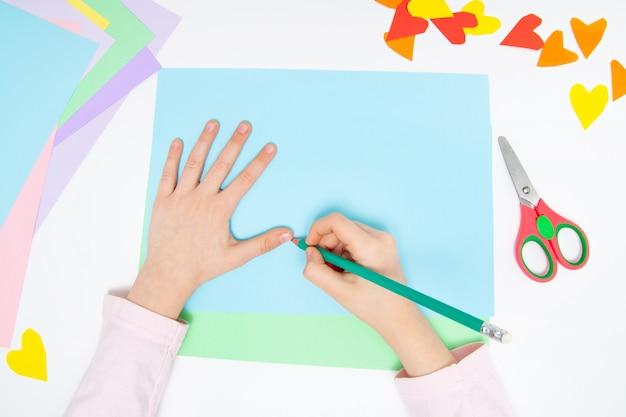 Cómo hacer un conejito de papel para los saludos de pascua y la diversión.