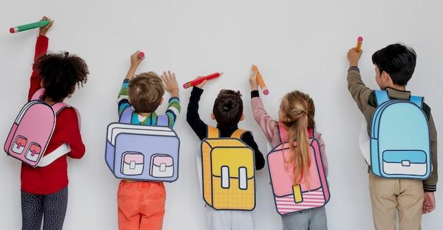 Compañeros de clase amigos bolsa educación escolar