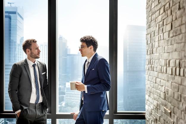 Compañeros de trabajo compañeros compañeros concepto de negocios