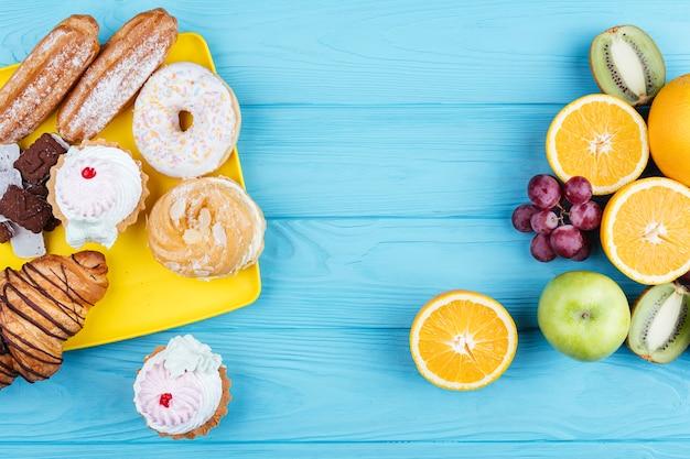 Comparación entre frutas y dulces.
