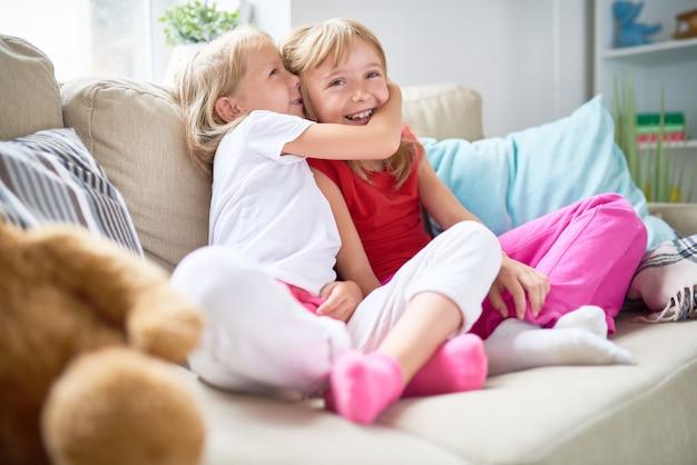 Compartiendo el secreto con pretty sister
