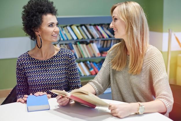 Compartir impresiones después de leer un libro