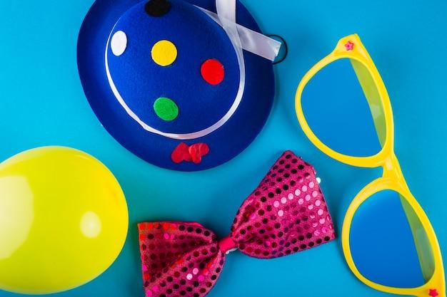Composición adorable de carnaval con estilo colorido
