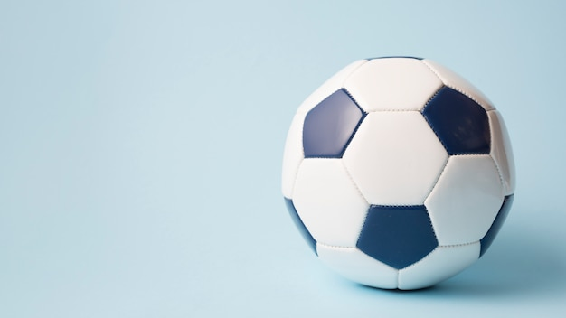 Composición adorable de deporte con balón de fútbol