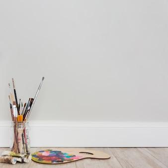 Composición adorable de estudio de arte