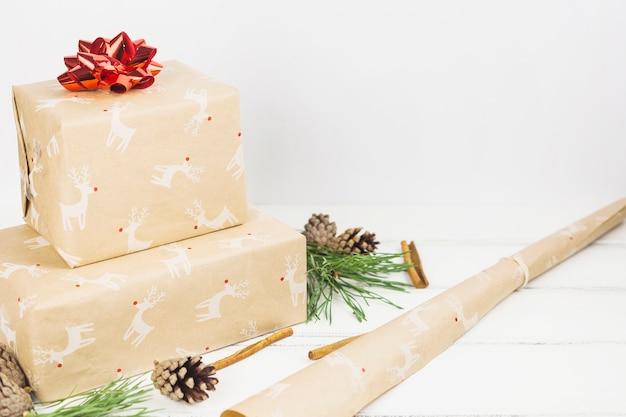 Composición adorable de regalos de navidad