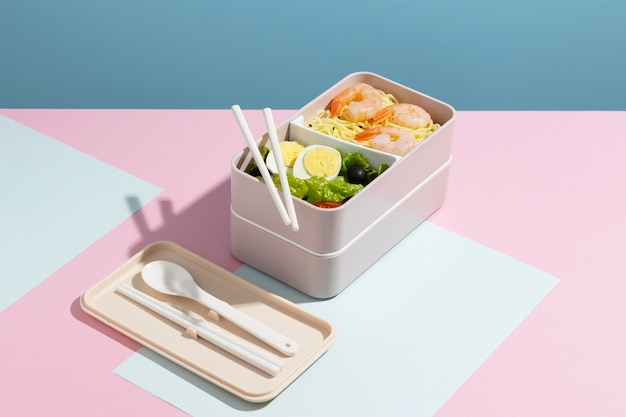 Composición de alto ángulo de caja bento japonesa