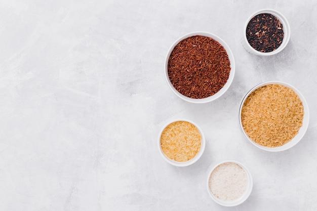 Composición de arroz de vista superior con copyspace