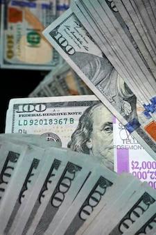 Composición de billetes de cien dólares