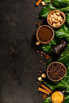 Composición del café en rústico oscuro