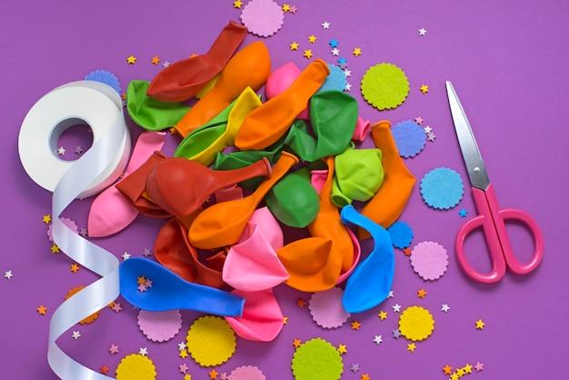 Composición decorativa un conjunto de materiales para el diseño de la fiesta.