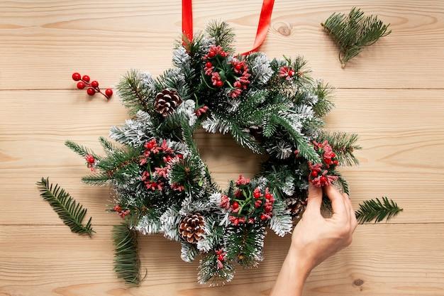Composición decorativa de corona de navidad