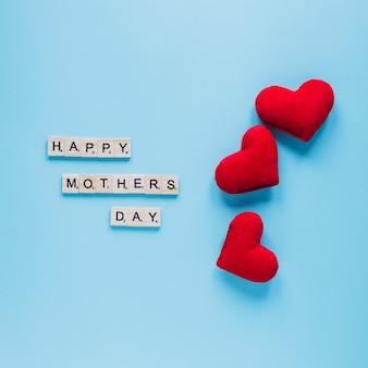 Composición del día de la madre con tres corazones