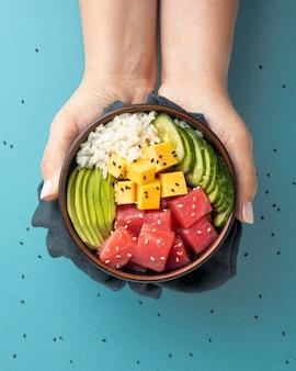 Composición del delicioso poke bowl