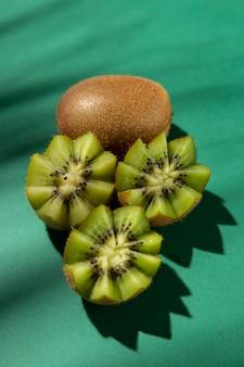 Composición de deliciosos kiwis exóticos