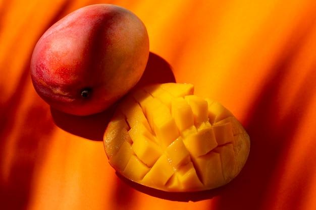 Composición de deliciosos mangos exóticos