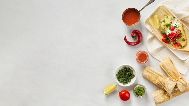 Composición de deliciosos tamales en plato