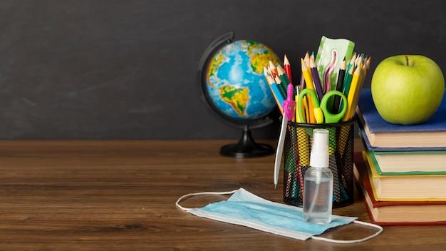 Composición del día de la educación con espacio de copia