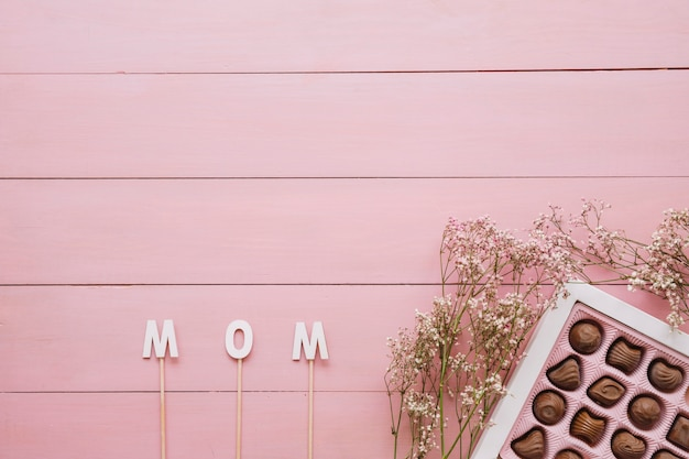 Composición para el día de la madre con chocolate